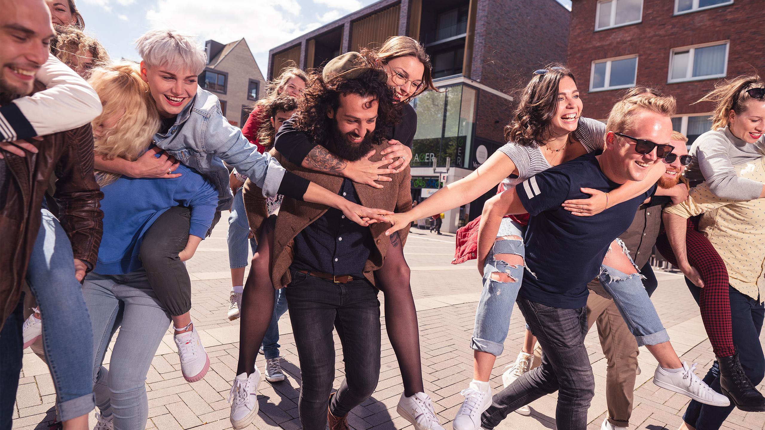 CityGames München Student Tour: Gruppe Studenten - beschwingt und glücklich